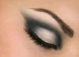 olhos maquiados